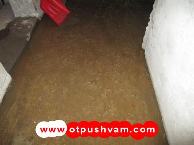 пълно мазе с фекална вода от запушената канализация
